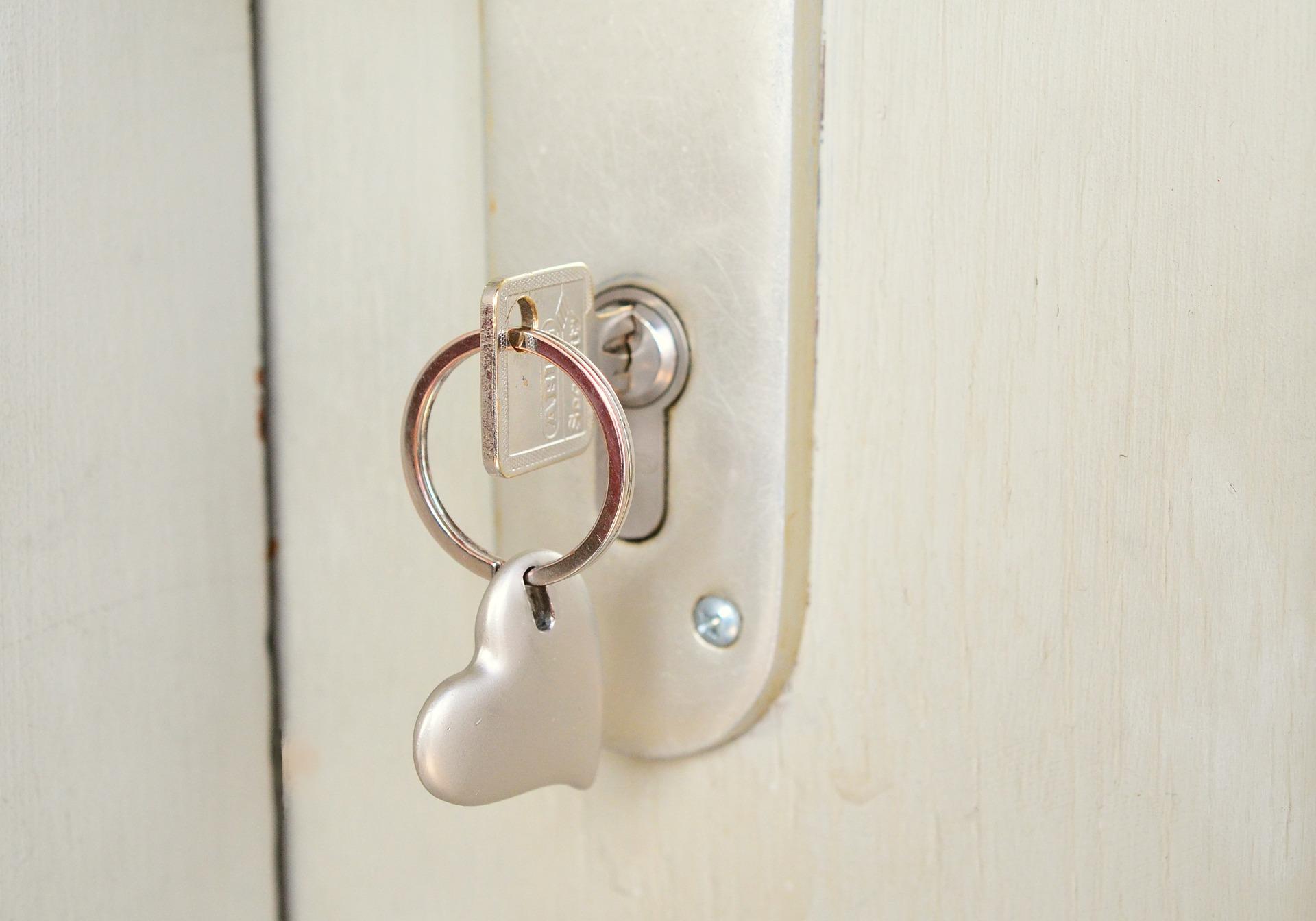 key-677851_1920